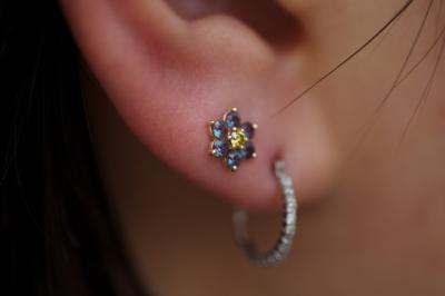 耳たぶ咲き